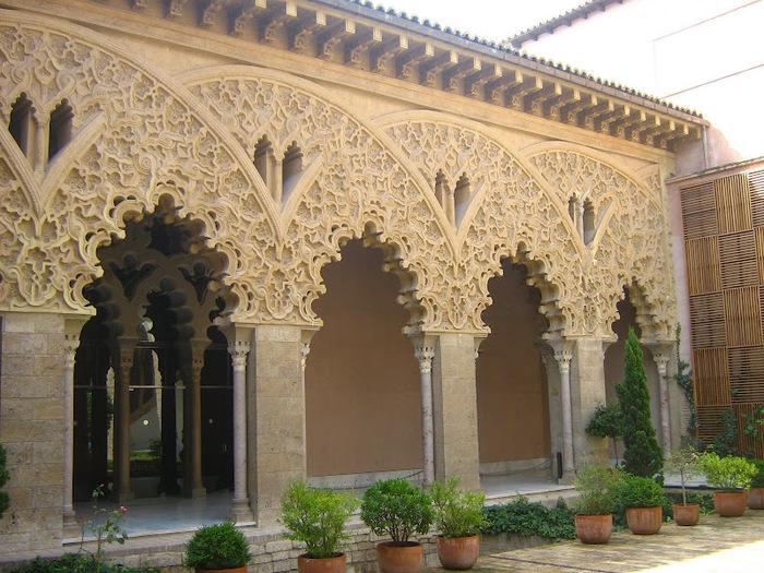 Замок Альхаферия (Castillo de Aljaferia) - жемчужинa испанского исламского наследия 65572