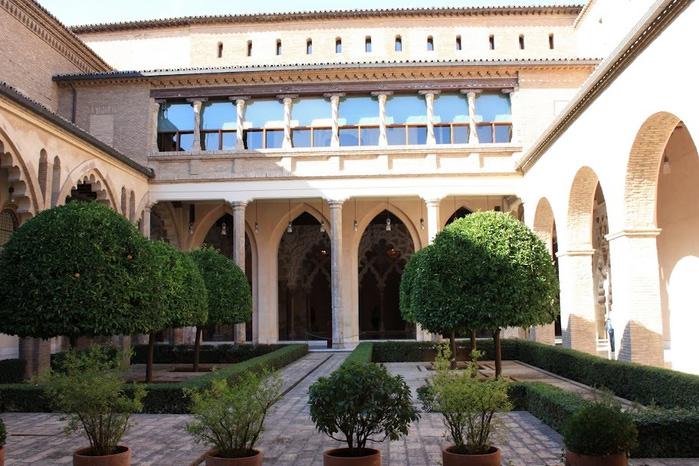 Замок Альхаферия (Castillo de Aljaferia) - жемчужинa испанского исламского наследия 27743