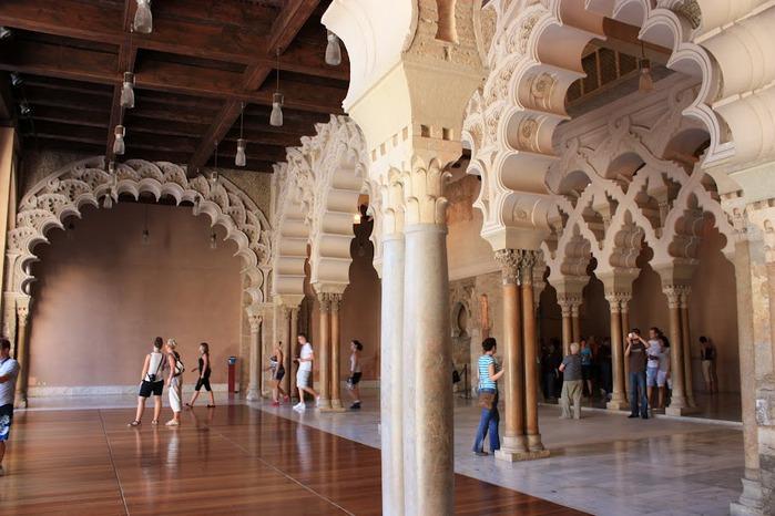 Замок Альхаферия (Castillo de Aljaferia) - жемчужинa испанского исламского наследия 39423