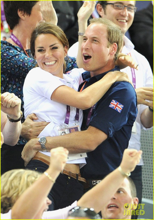 duchess-kate-prince-william-celebrate-great-britains-cycling-win-at-the-olympics-03 (492x700, 112Kb)