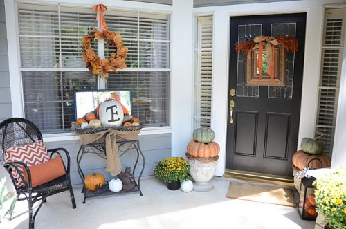 fall-front-porch-decorating-ideas-003-500x331 (500x331, 57Kb)