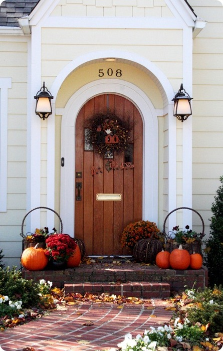 fall-front-porch-decorating-ideas-007 (445x700, 101Kb)