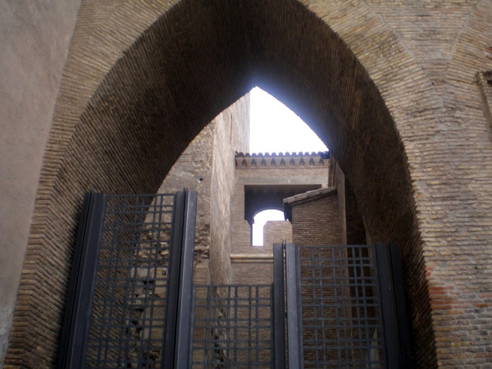 Замок Альхаферия (Castillo de Aljaferia) - жемчужинa испанского исламского наследия 35801