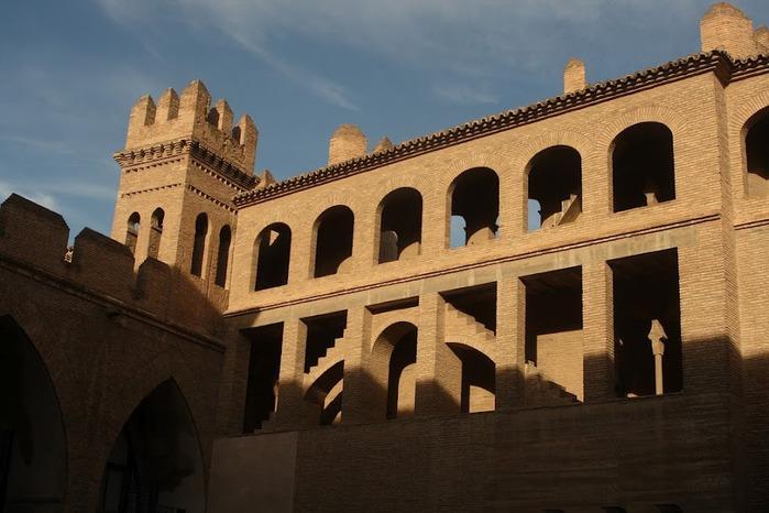 Замок Альхаферия (Castillo de Aljaferia) - жемчужинa испанского исламского наследия 75929
