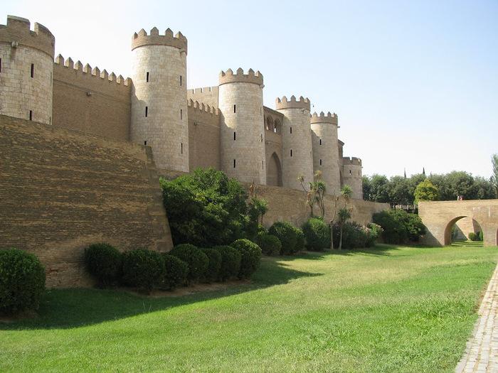 Замок Альхаферия (Castillo de Aljaferia) - жемчужинa испанского исламского наследия 54400