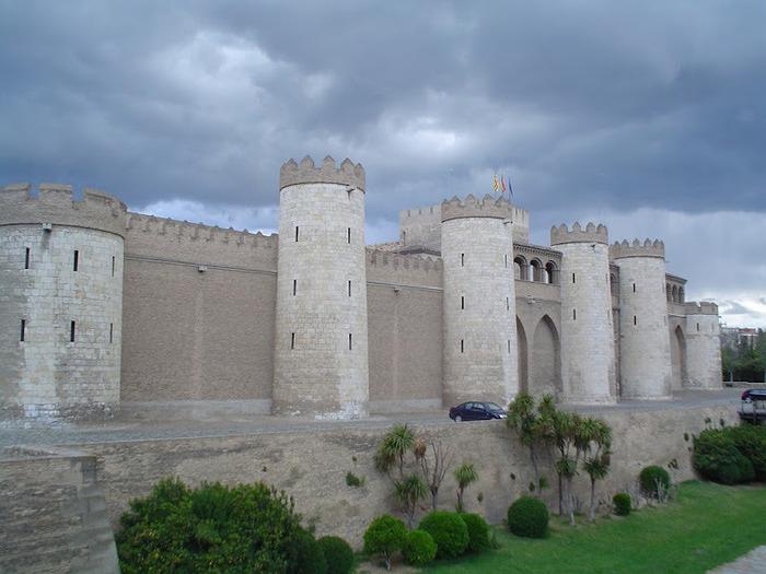 Замок Альхаферия (Castillo de Aljaferia) - жемчужинa испанского исламского наследия 94514