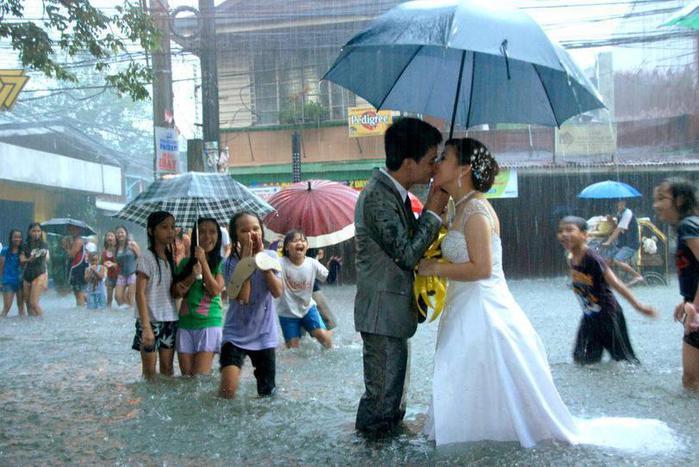 свадьба-романтика-дождь-299957 (700x467, 65Kb)