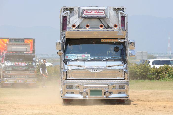 3649429_1276232302_013_25872_cool_japanese_trucks_12 (700x466, 50Kb)