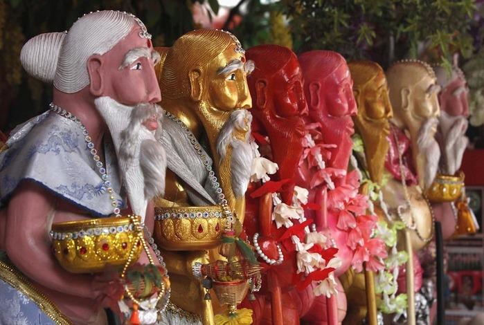Стриптиз в буддийском храме