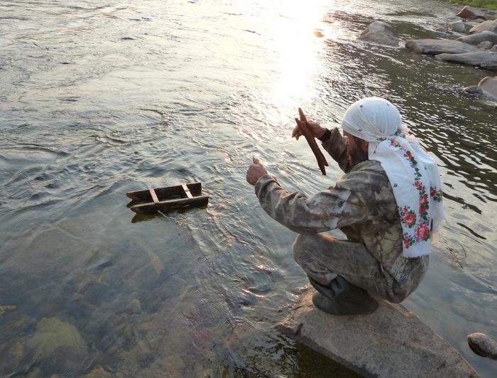 санки на ловли рыбы из реки