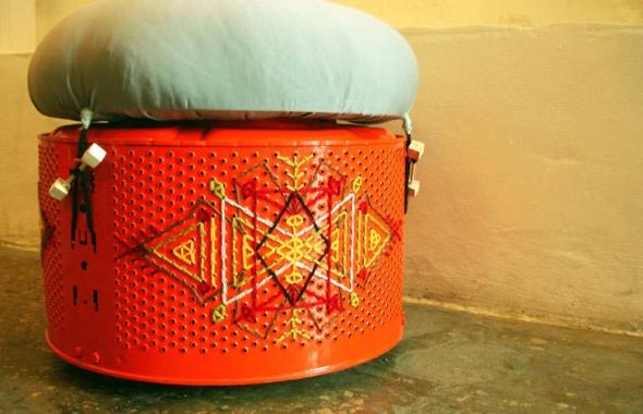 Knit Knacks: Барабаны от старых стиральных машин превращаются в стулья.