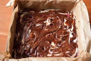 brownies-so-slovichnym-syrom-i-malinoi-6 (350x237, 59Kb)