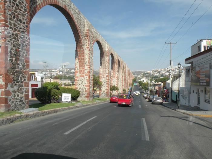 Акведук в Сантьяго-де-Керетаро1 (700x525, 270Kb)
