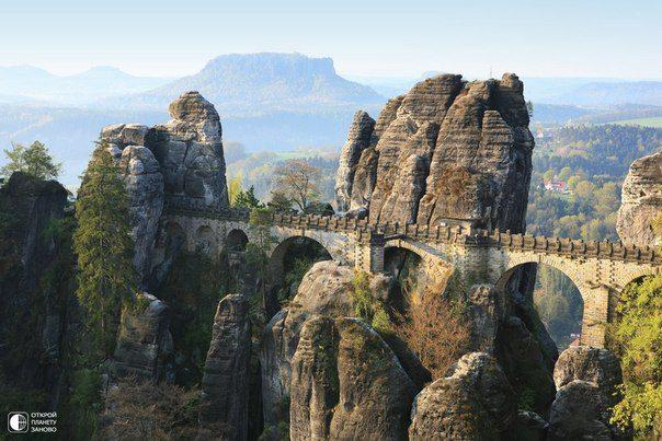 Bastei — бастион высотой 305 метров. Находится в Саксонской Швейцарии (Sächsische Schweiz), недалеко от Дрездена (604x403, 61Kb)
