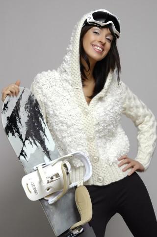 Рядах все петли вязать по Стильный пуловер с капюшоном Вязание данной модели требует определенных навыков в вязании.