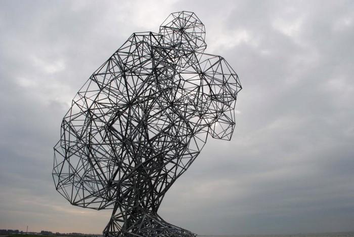 Необычные скульптуры из труб 3 (700x468, 82Kb)