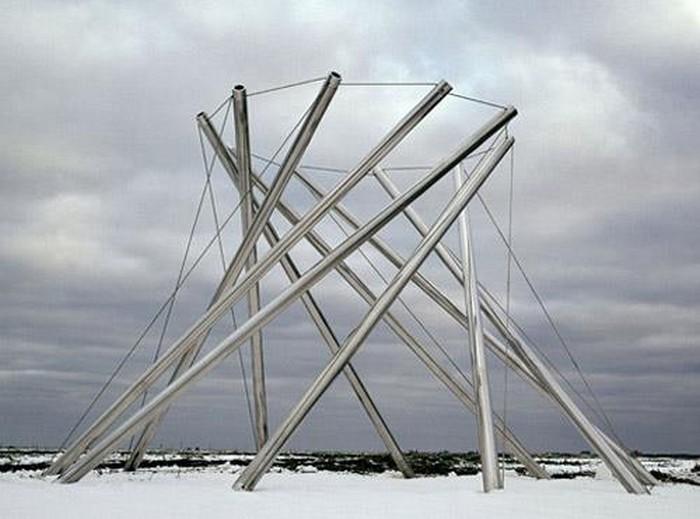 Необычные скульптуры из труб 7 (700x519, 74Kb)