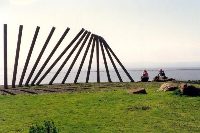 Необычные скульптуры из труб 22 (700x468, 94Kb)