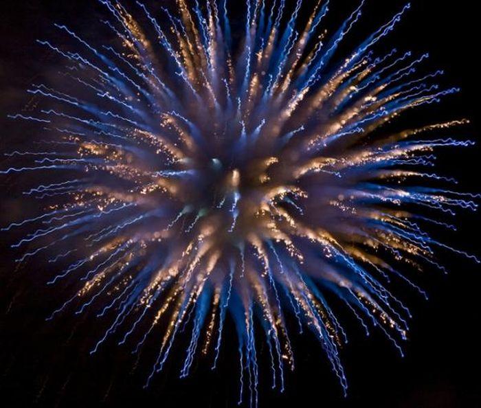 1312973848_fireworks_02 (700x594, 76Kb)