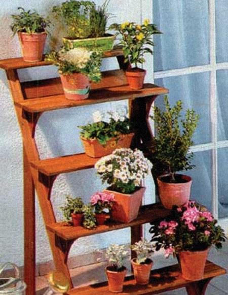 Полочки для цветов на балконе..