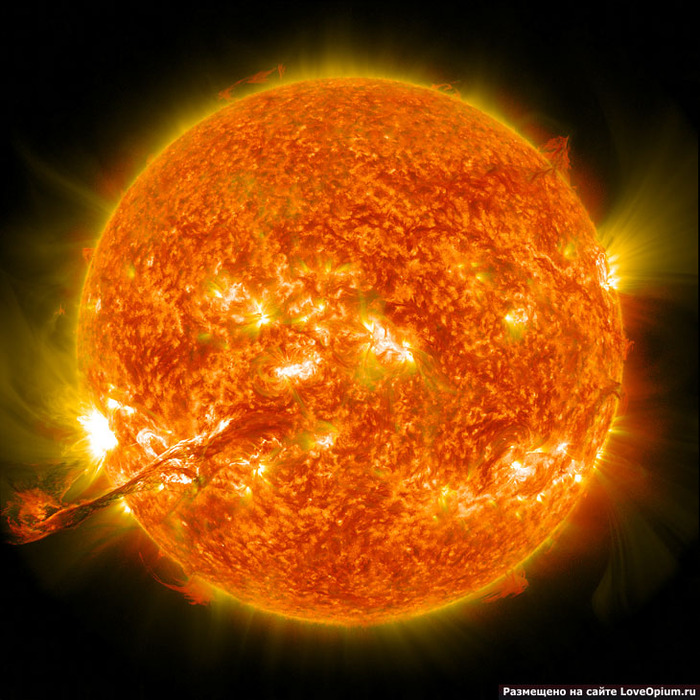 Гигантская вспышка на Солнце (700x700, 188Kb)