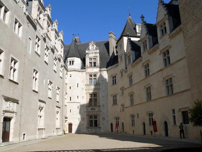 Замок По - Родовой замок Бурбонов 36885