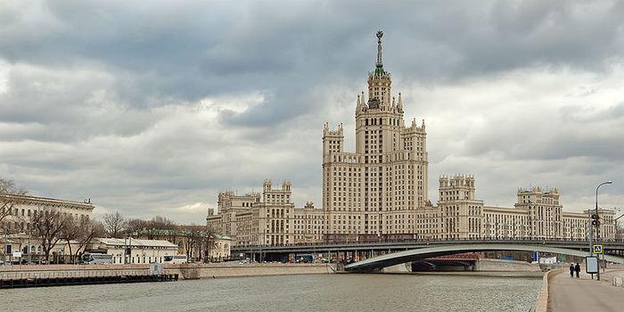800px-Kotelnicheskaya_Embankment_Building (700x350, 54Kb)