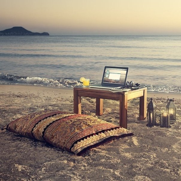 море пляж ноутбук красота/3518263_more (604x604, 108Kb)