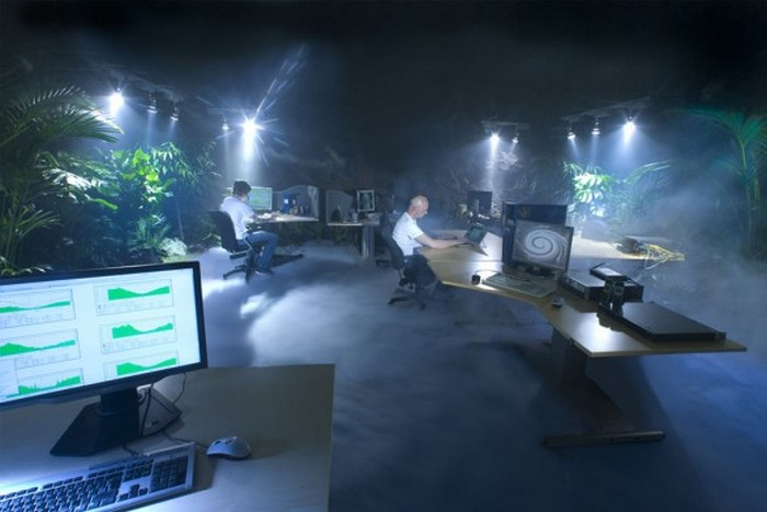 Лучшие офисы мира - Pionen-White-Mountain-Data-Centre-Design-Interior-4-588x393 () (700x468, 58Kb)