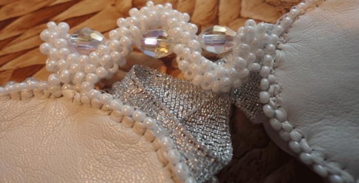 Dот такие соединения для задней части колье, в сутаж вшиваются бусины и обшивается сутаж бисером.