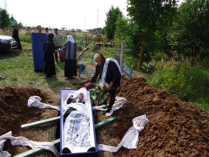 Смерть во сне ассоциируется с покоем и умиротворенностью, окончанием какого-то периода в жизни.