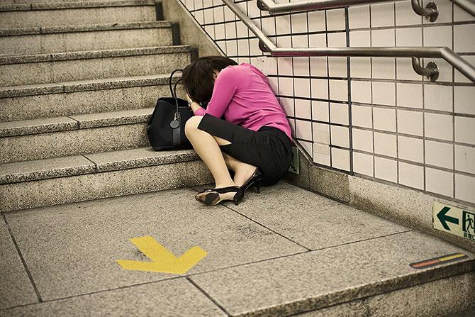 спящие на улицах японцы фото (670x447, 111Kb)