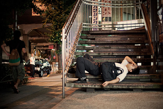 спящие на улицах японцы фото 2 (670x447, 103Kb)