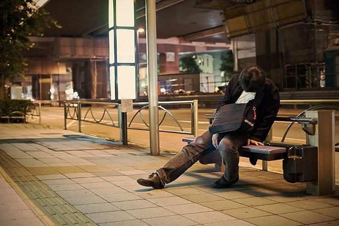 спящие на улицах японцы фото 4 (670x447, 80Kb)