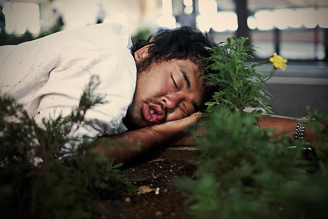 спящие на улицах японцы фото 10 (670x447, 58Kb)