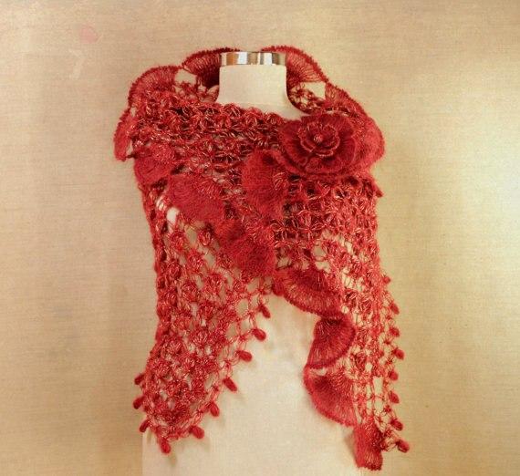 Оригинальная вязанная шаль