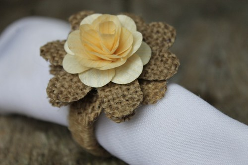 rustic_napkin_rings_burlap_and_wood_roses-_set_of_4_192e5211 (500x333, 29Kb)