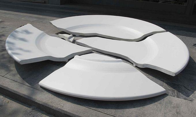 необычный памятник разбитой тарелке в бельгии 3 (680x408, 39Kb)