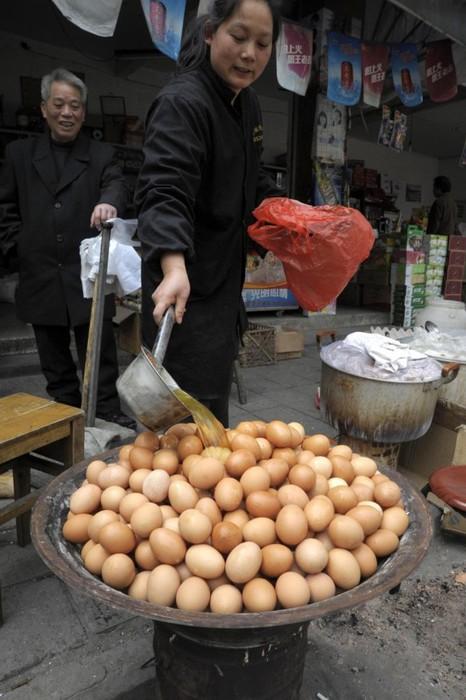 ак же, как и в древности, современные китайские кулинары продолжают шокировать нежные умы европейцев своими странными, а порой жуткими кулинарными рецептами.