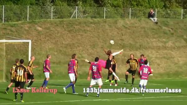 Goalkeeper bicycle kick goal over time!.flv_000016520 (600x338, 36Kb)