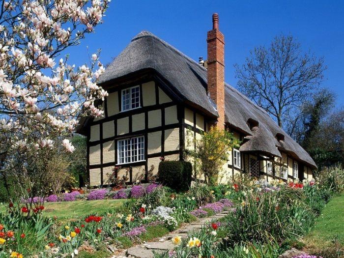 дома с соломенными крышами (700x525, 112Kb)