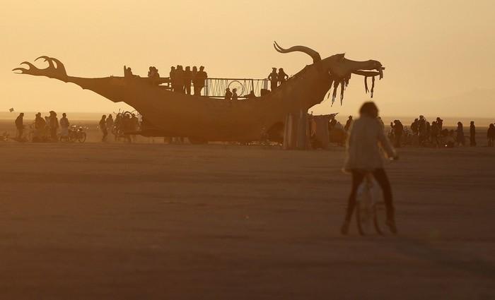 Лучшие фото фестиваля Burning Man 2012 2 (700x425, 35Kb)