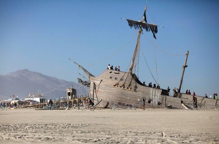 Лучшие фото фестиваля Burning Man 2012 4 (700x459, 71Kb)