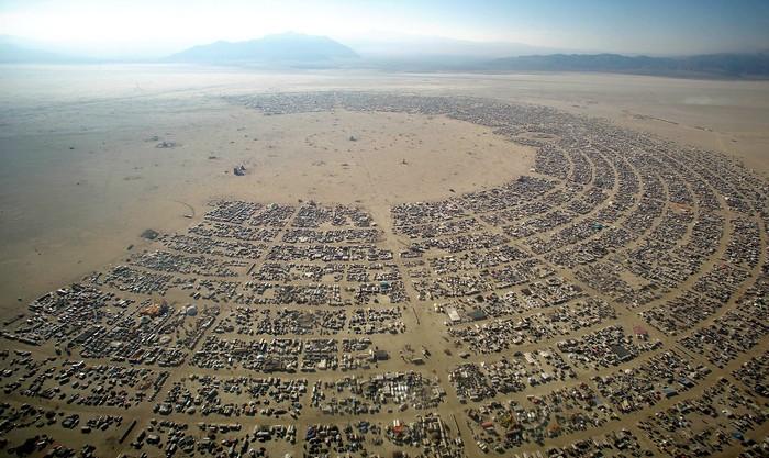 Лучшие фото фестиваля Burning Man 2012 5 (700x417, 118Kb)