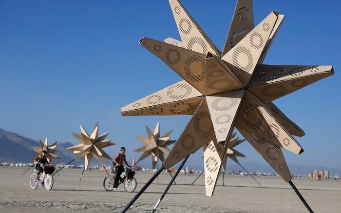 Лучшие фото фестиваля Burning Man 2012 7 (700x437, 72Kb)