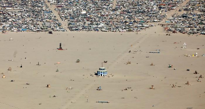 Лучшие фото фестиваля Burning Man 2012 9 (700x372, 79Kb)