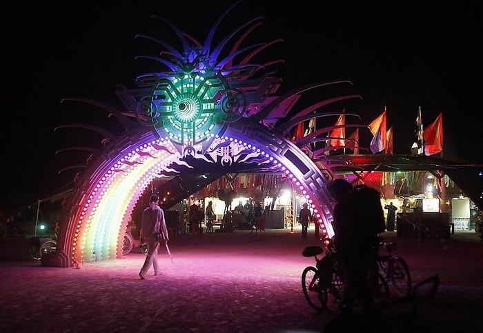 Лучшие фото фестиваля Burning Man 2012 13 (700x483, 92Kb)