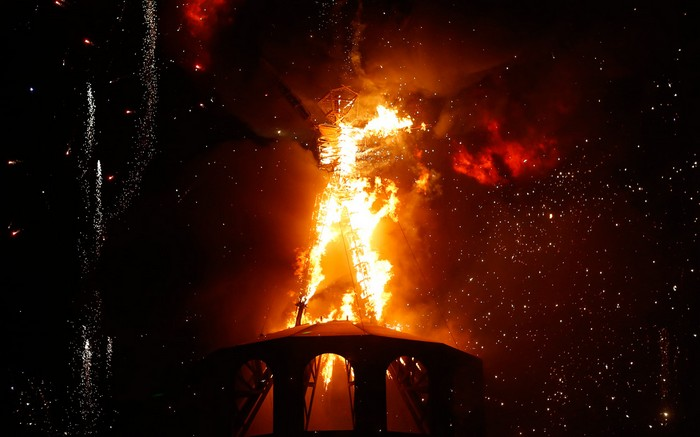 Лучшие фото фестиваля Burning Man 2012 24 (700x437, 63Kb)