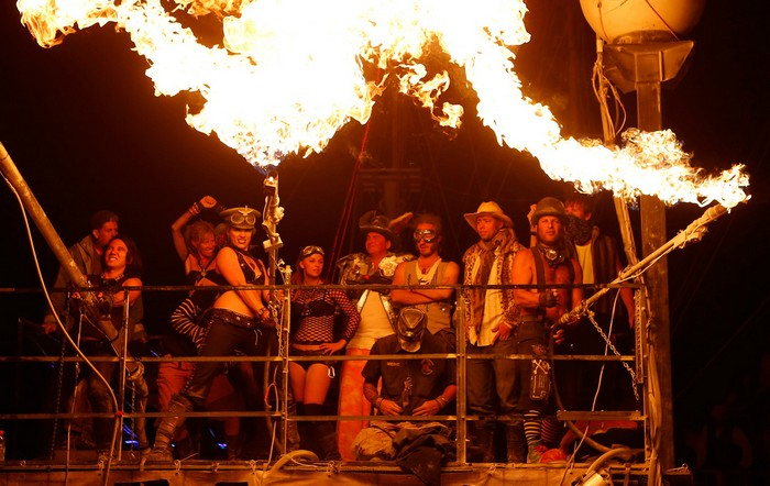 Лучшие фото фестиваля Burning Man 2012 26 (700x442, 96Kb)