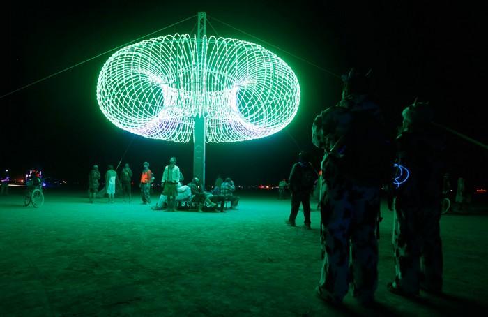 Лучшие фото фестиваля Burning Man 2012 32 (700x454, 69Kb)
